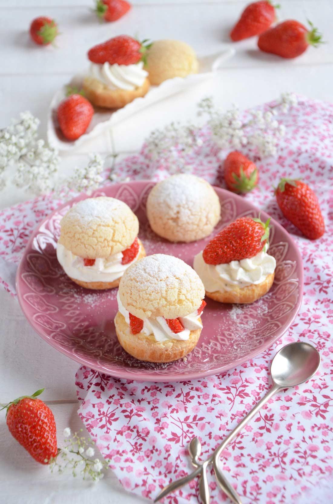 Délicieux choux chantilly et fraises