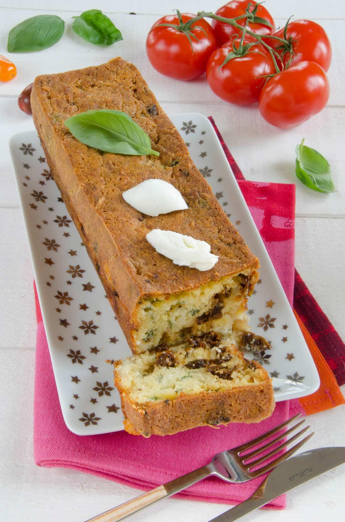 recette de cake mozzarella pour l'apéritif avec des légumes et du fromage