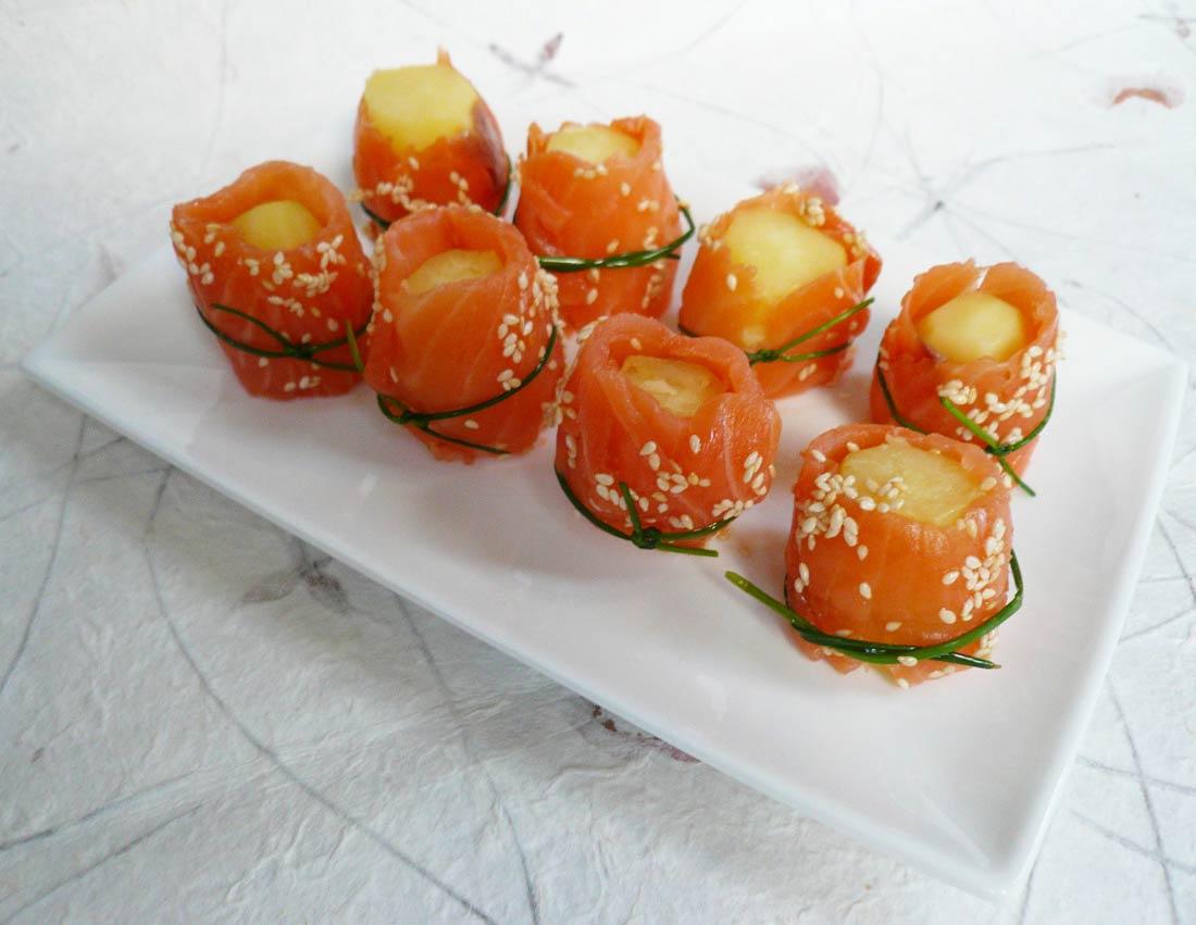 sushis de pommes de terre avec du saumon, original pour l'apéritif