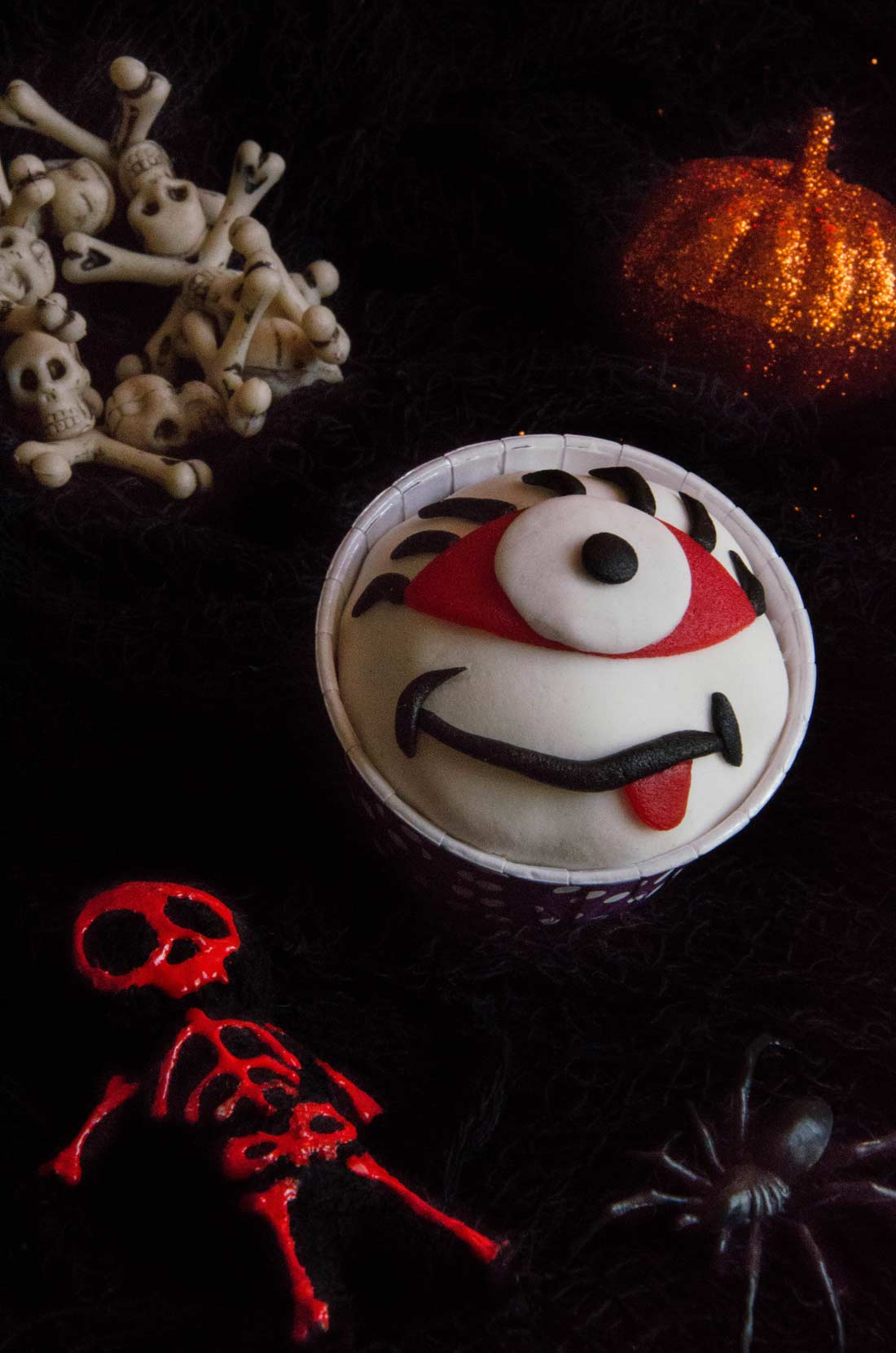cupcakes Halloween à l'orange oeil rigolo
