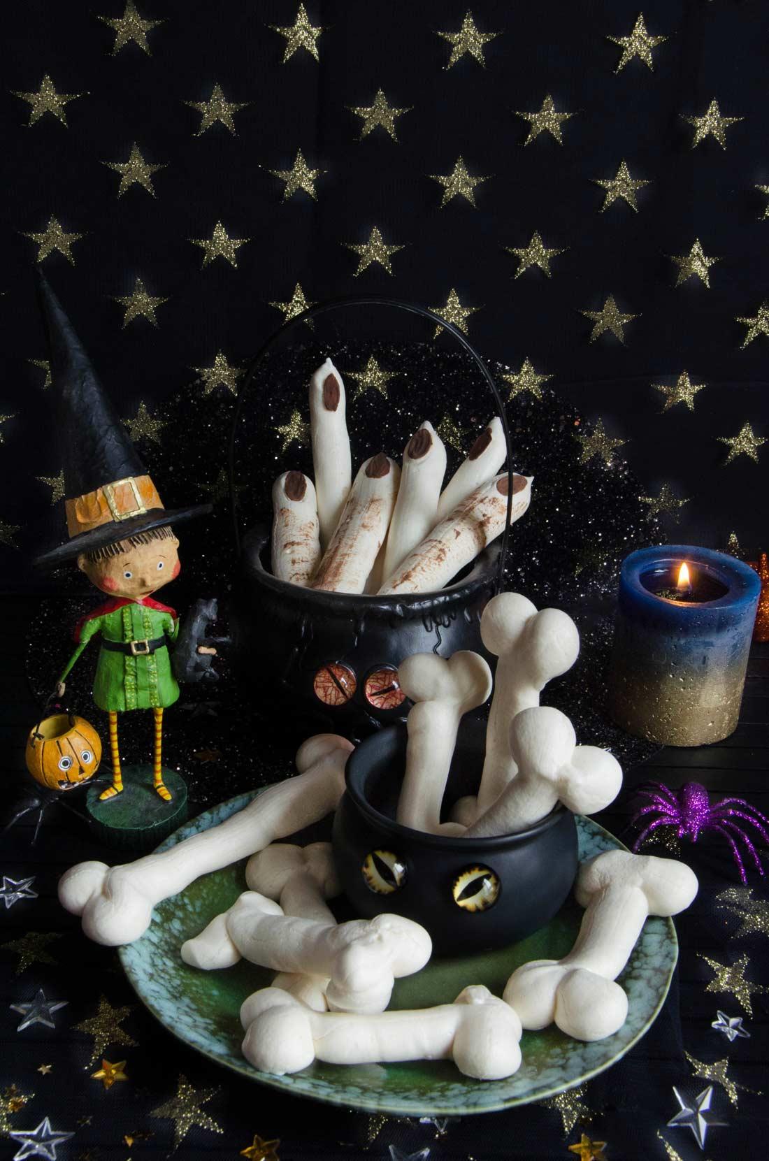 Os et doigts de sorcière en meringue pour Halloween