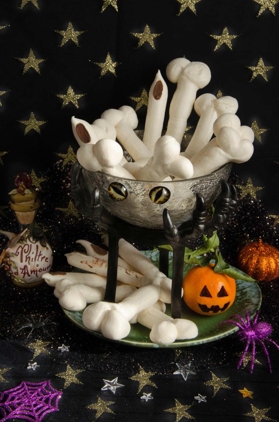 recette de doigts et os de sorcière en meringues pour Halloween