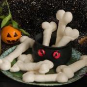 idées de recettes pour Halloween : des os et doigts de sorcière en meringue