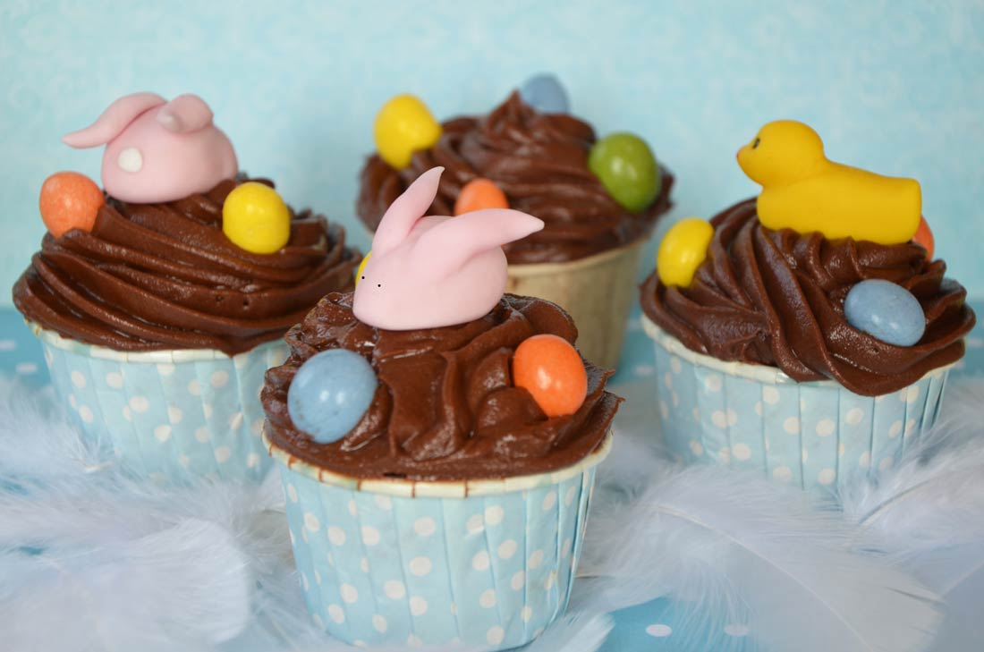 recette facile de cupcakes au chocolat blanc et cerises amarena comme dessert de Pâques