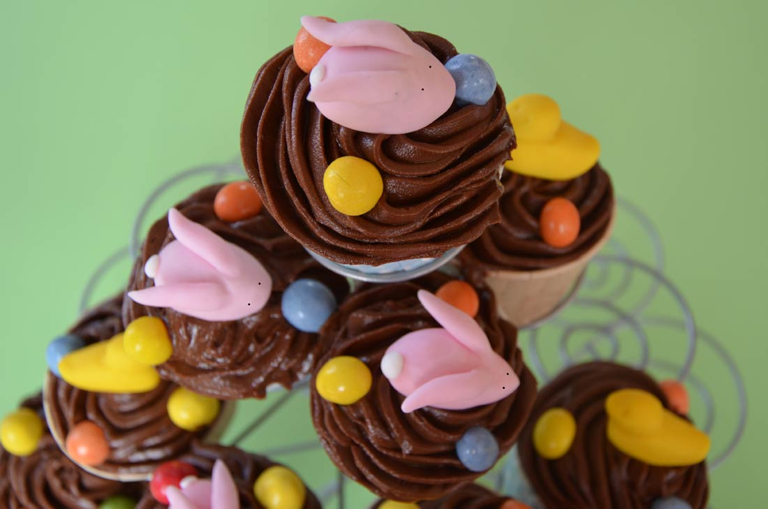 recette facile de cupcakes au chocolat blanc et cerises amarena pour fêter Pâques