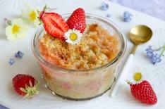 Recette maison de crumble fraises rhubarbe