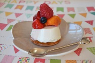 Blanc manger aux fruits très léger réalisé avec du sucralose