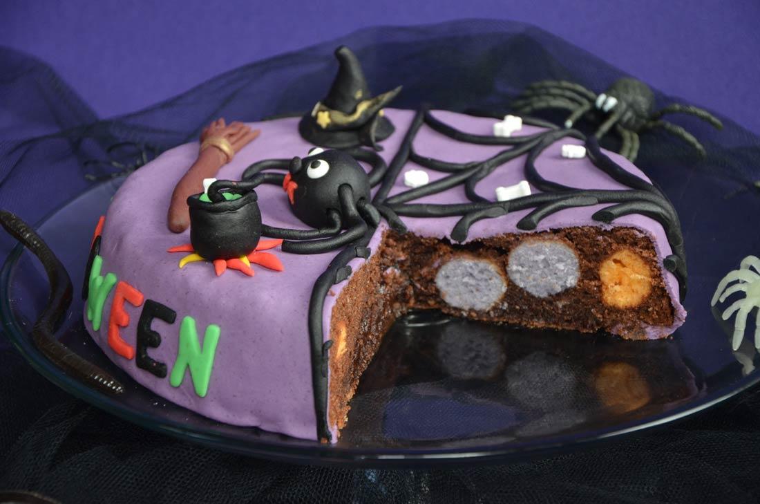 gâteau d'Halloween fourré aux cake pops