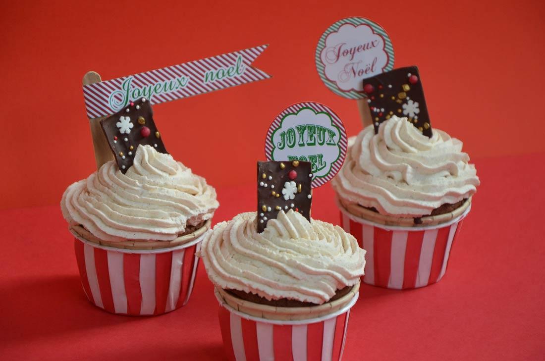 cupcakes de Noël au chocolat et à la cannelle avec des étiquettes à télécharger gratuitement