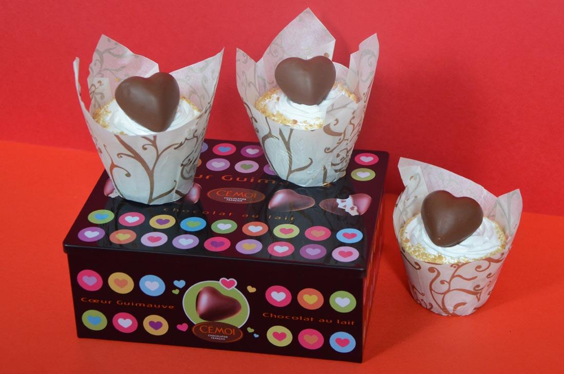recette de cupcakes Smores avec des coeurs en guimauve Cémoi