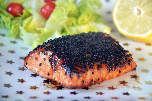 Saumon bio en croûte de sésame noir