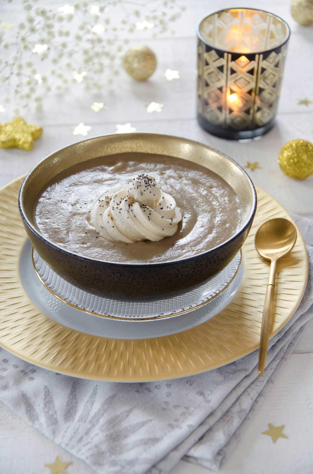 velouté de champignons chantilly foie gras : une recette festive et pleine de saveurs