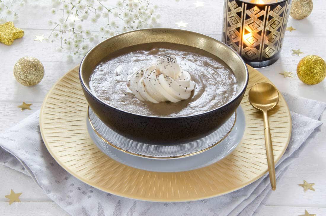 velout de champignons chantilly au foie gras. Black Bedroom Furniture Sets. Home Design Ideas