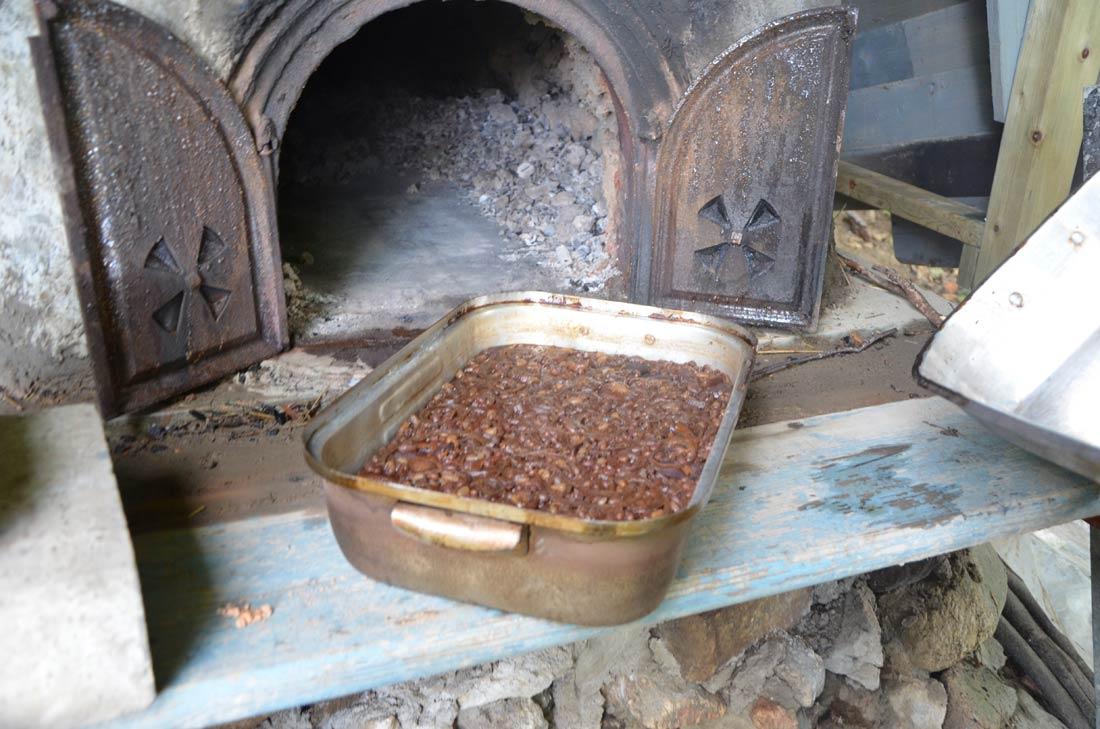 fèves au lard cuites dans le four à pain du Québec