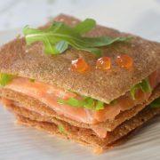 millefeuille de crêpes saumon roquette