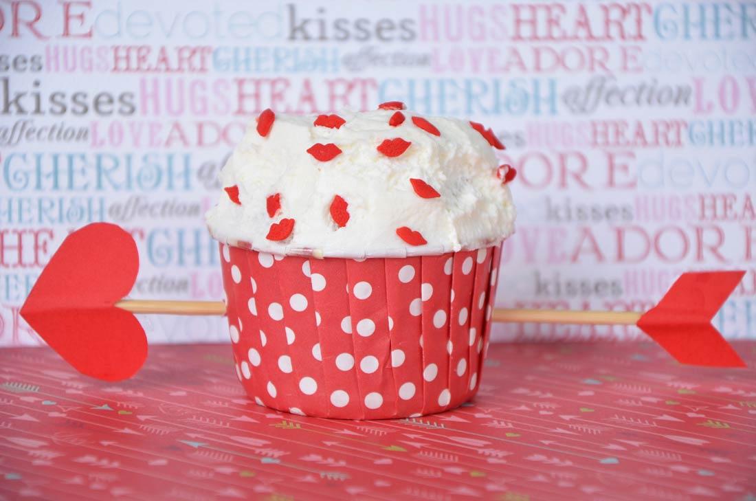 Recette facile de cupcakes au chocolat blanc et aux cerises amarena pour la Saint Valentin