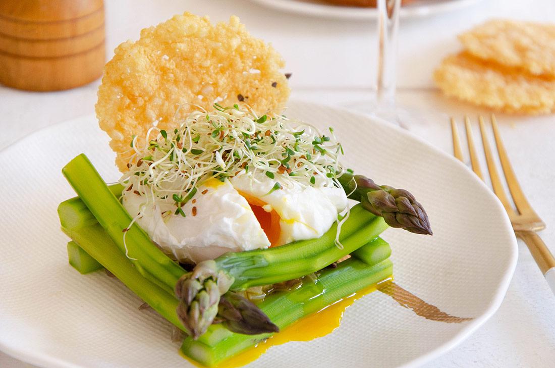 Recette d'oeuf mollet, nid d'asperges et tuile au parmesan