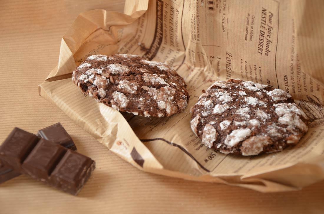 Biscuits craquelés au chocolat, doux comme un nuage