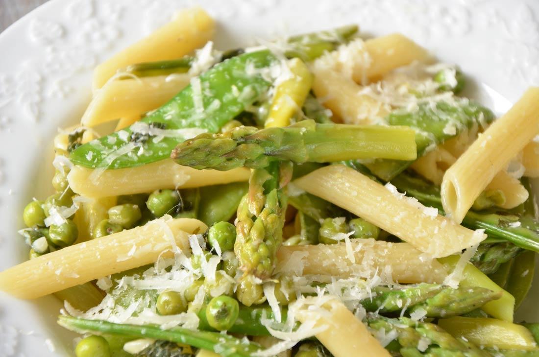 Recette de Pasta primavera aux asperges et aux petits pois
