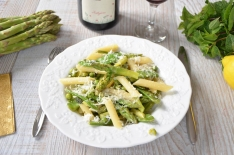 Recette de Pasta primavera, aux asperges, petits pois et parmesan