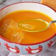 délicieuse soupe de potimarron au cheddar