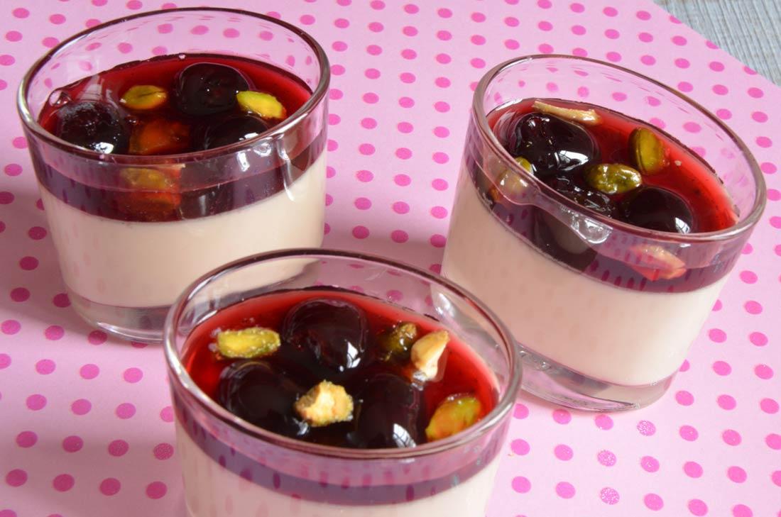 recette de panna cotta pistache et cerises amarena