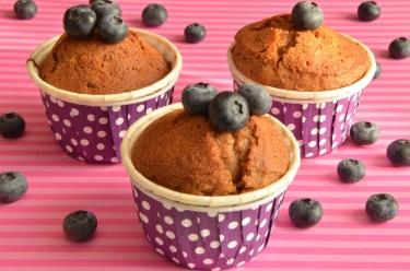 Muffins chocolat au caramel et myrtilles