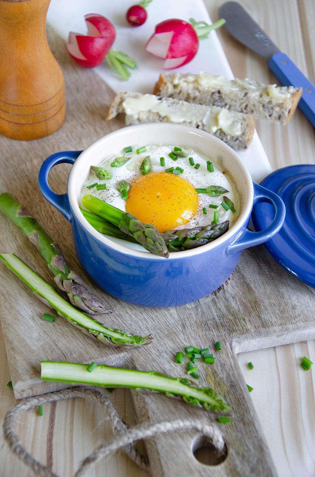 Oeufs cocotte aux asperges et au parmesan