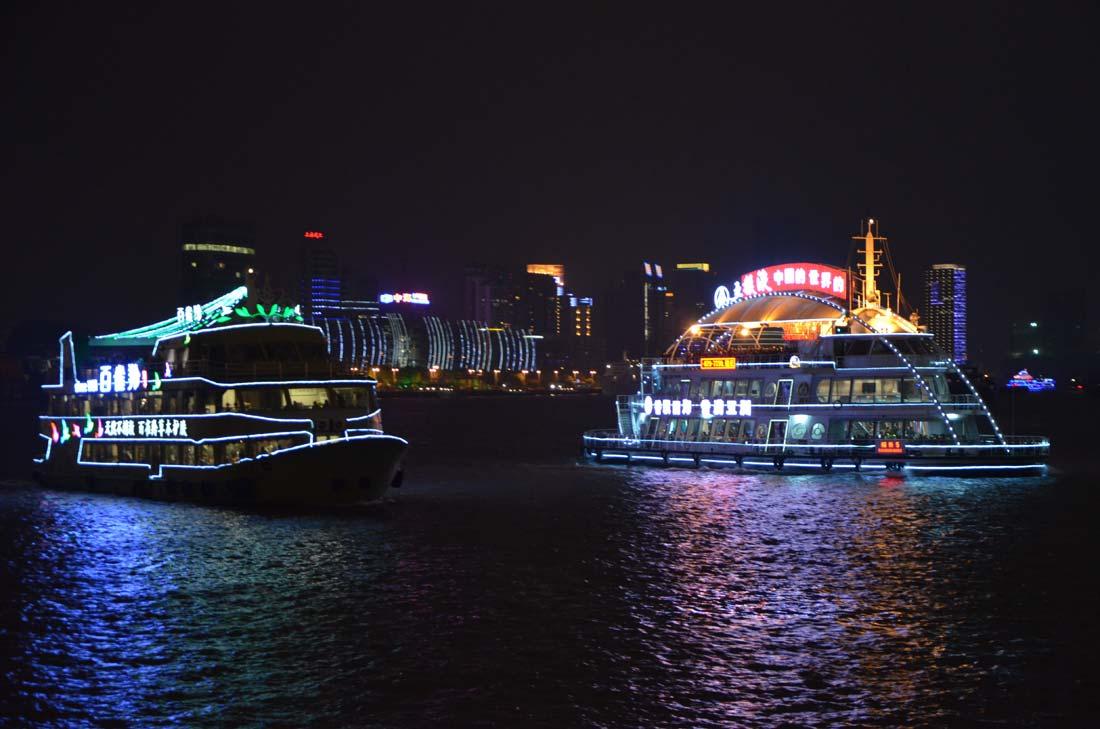bateaux sur le Huangpu à Shanghai