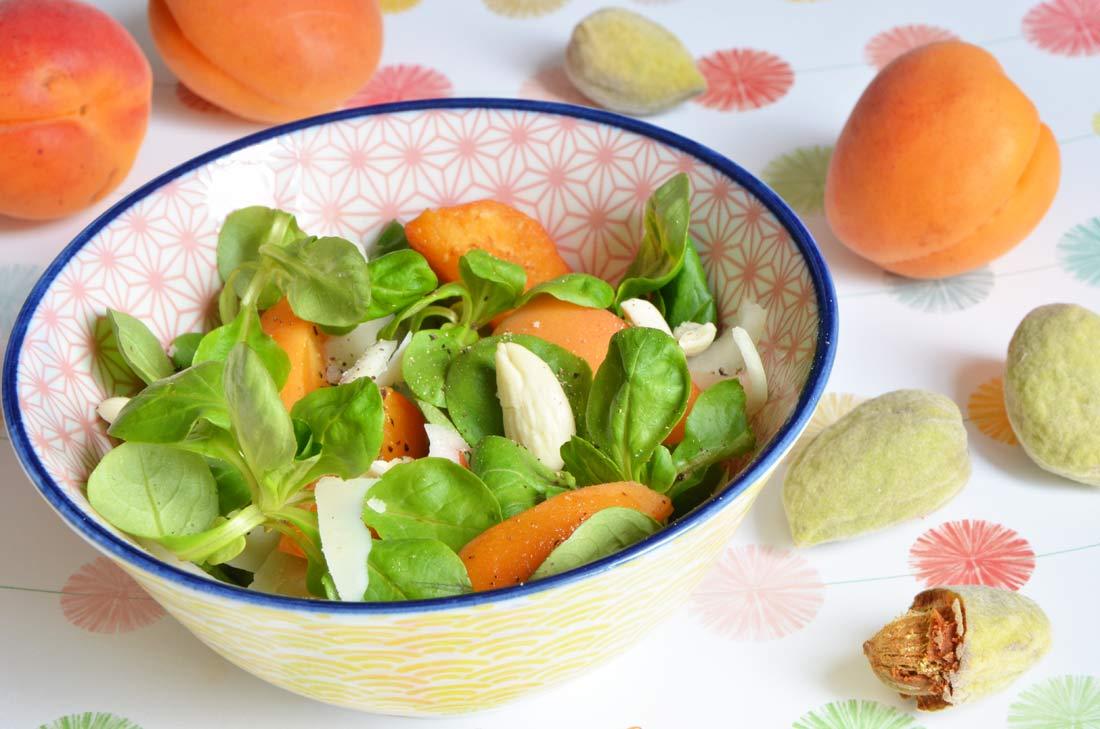 Salade d'abricots, parmesan et amandes fraiches de Julie Andrieu