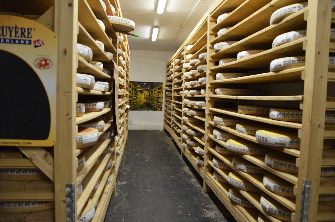 Cave de stockage des fromages à Rungis