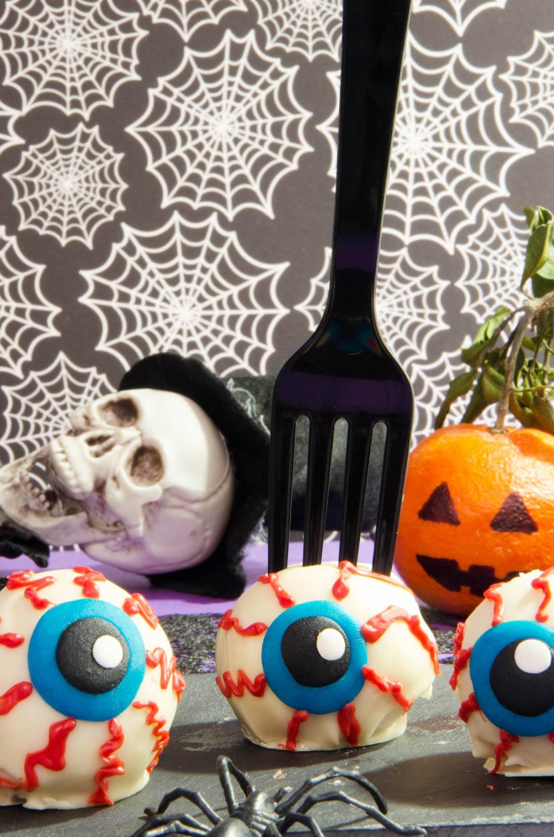 Une bonne idée pour Halloween : les yeux en beurre de cacahuète