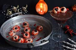 yeux litchi rose et cocktail pour Halloween