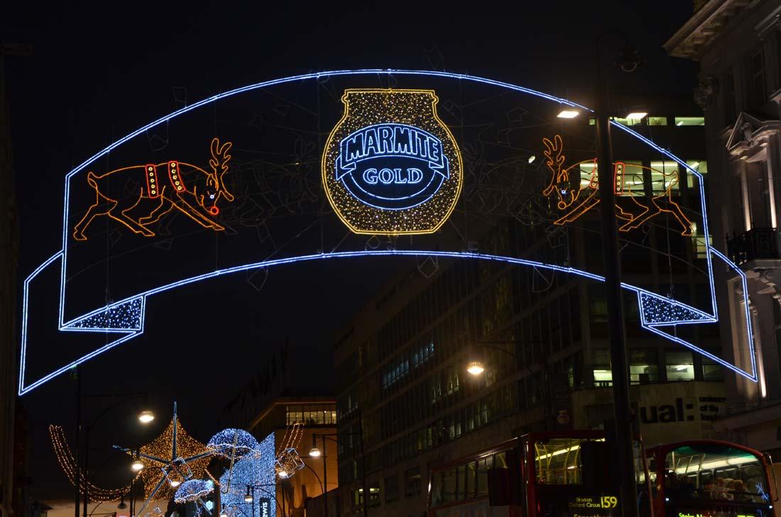 Voyage gourmand à Londres : les décorations de Noël Marmite
