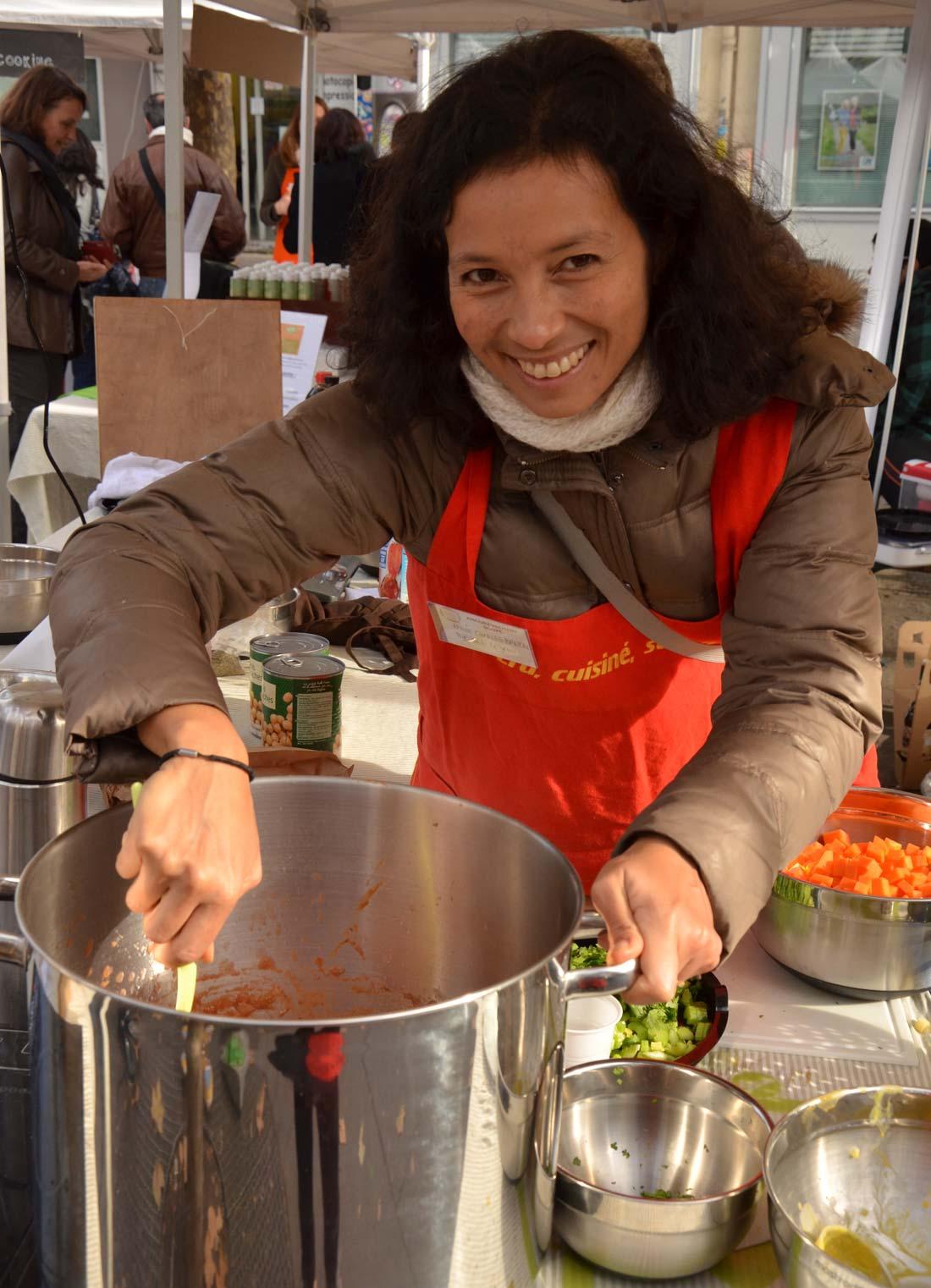 Annie préparant sa soupe