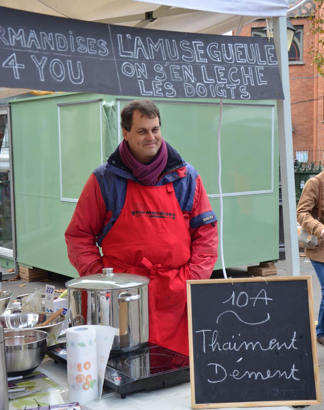 M. Turbigo surveillant la soupe à Amoureusement Soupe