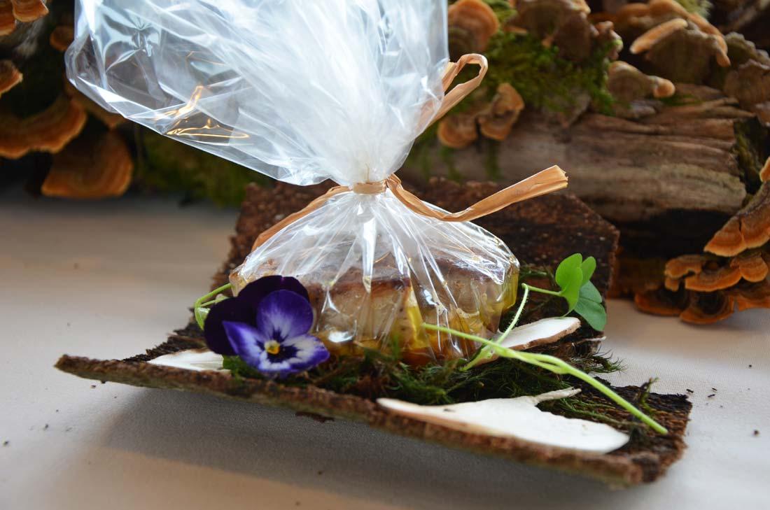 Papillote de foie gras, morilles et anguille fumée