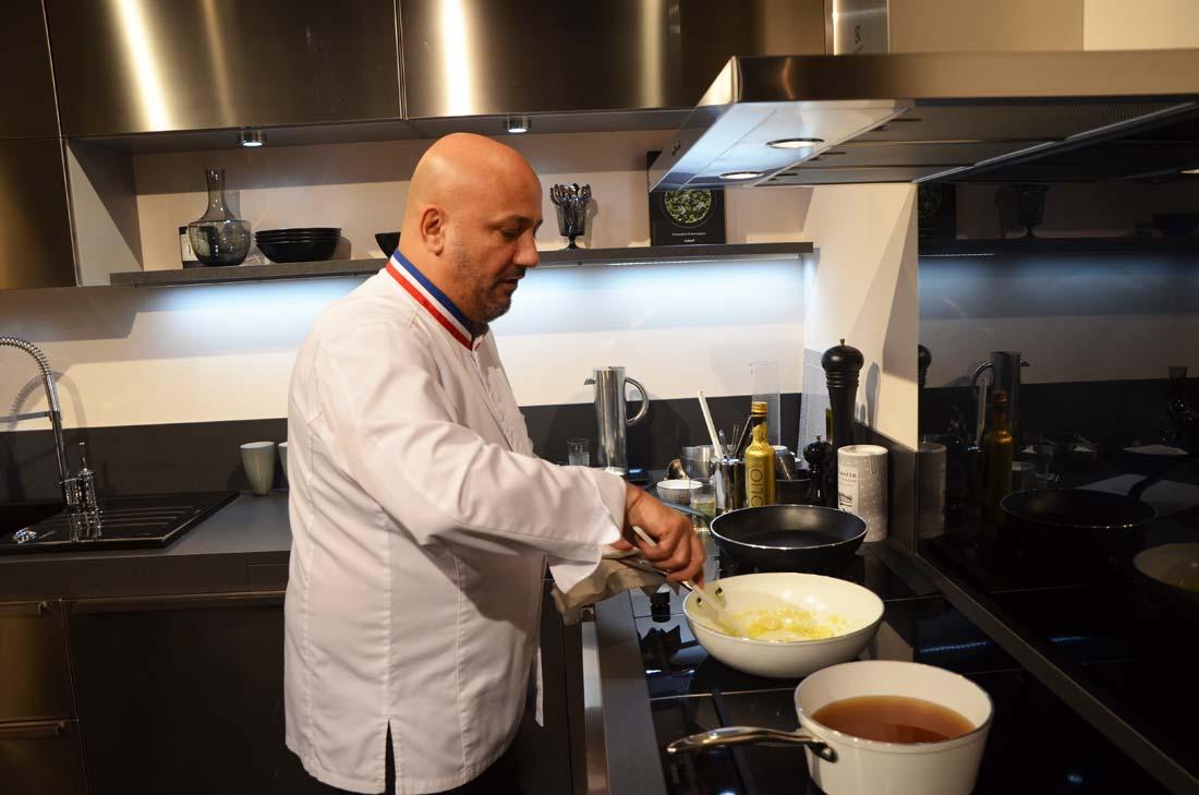 Frédéric Anton en cuisine pour un Risotto de cèpes