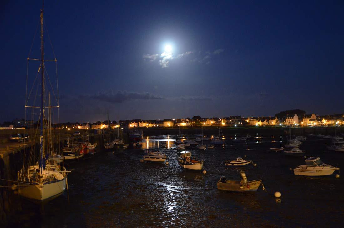 Le port de Roscoff la nuit