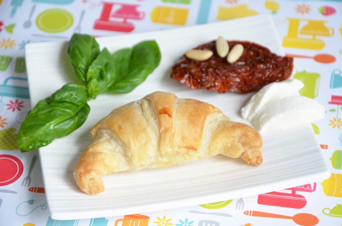 croissants-mozzarella-tomates