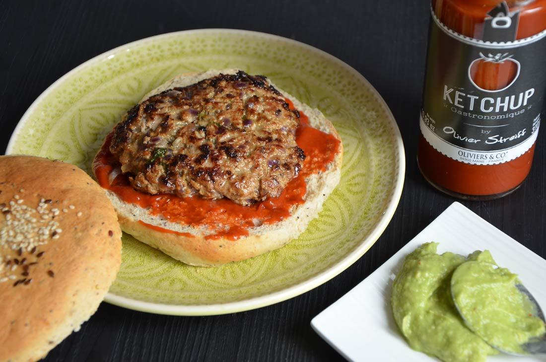 Bollywood burger, une recette à l'indienne, à l'agneau et à l'avocat