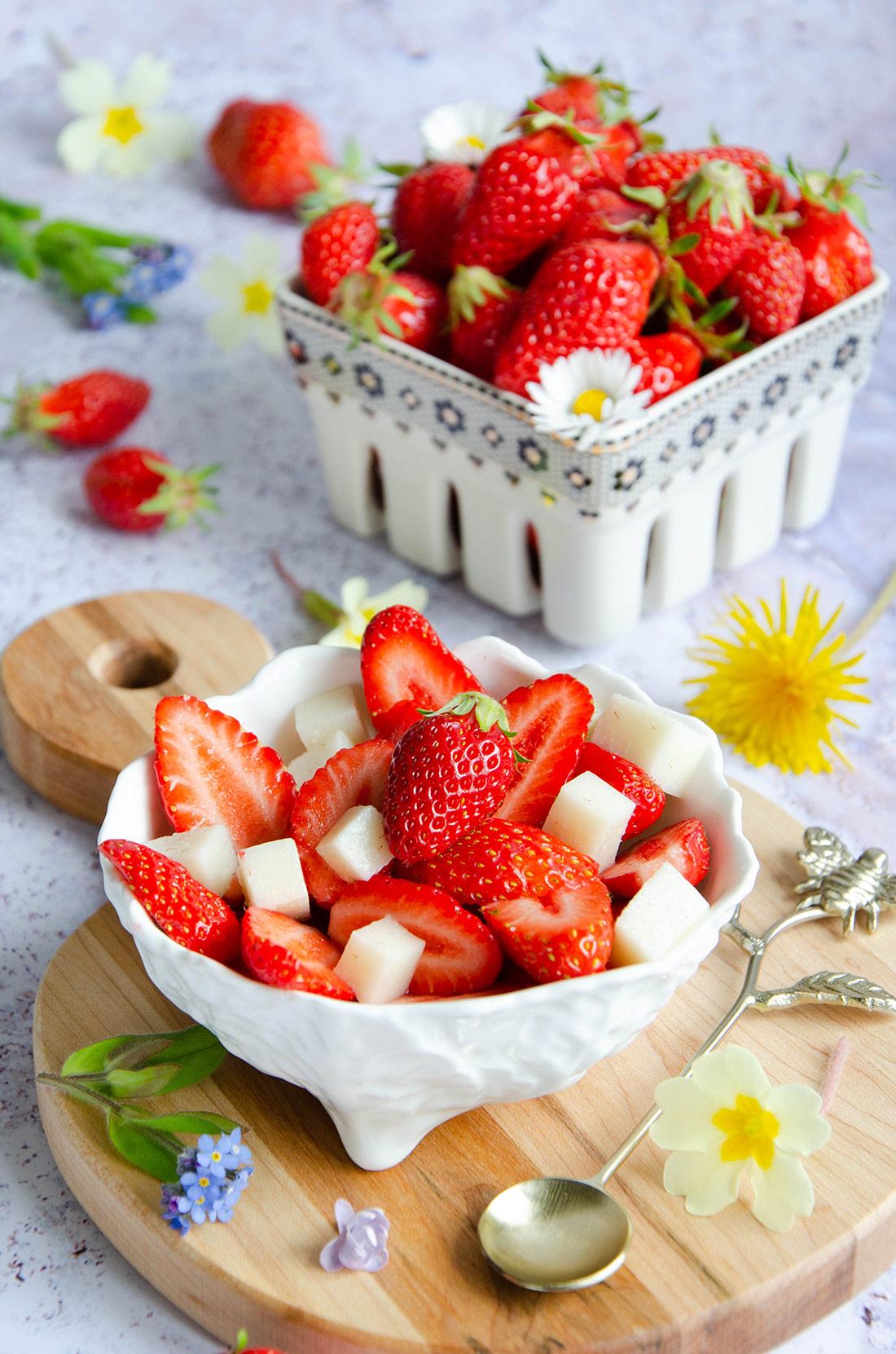 Recette de salade de fraises et cubes au lait ribot