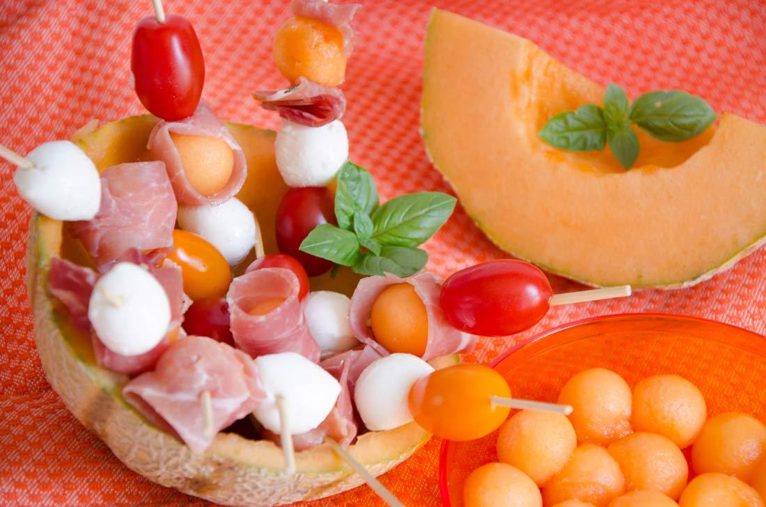 Brochettes de melon mozza et jambon cru - Melon jambon cru presentation ...