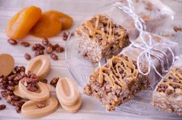 Barres riz soufflé sans gluten dulcey et abricots moelleux secs