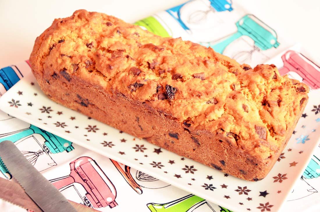 cake p pites de chocolat et abricots secs. Black Bedroom Furniture Sets. Home Design Ideas