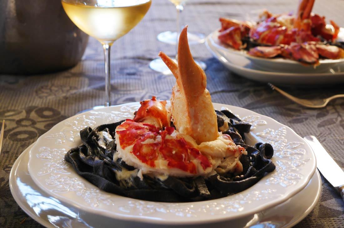 homard p 226 tes encre de seiche sauce parmesan