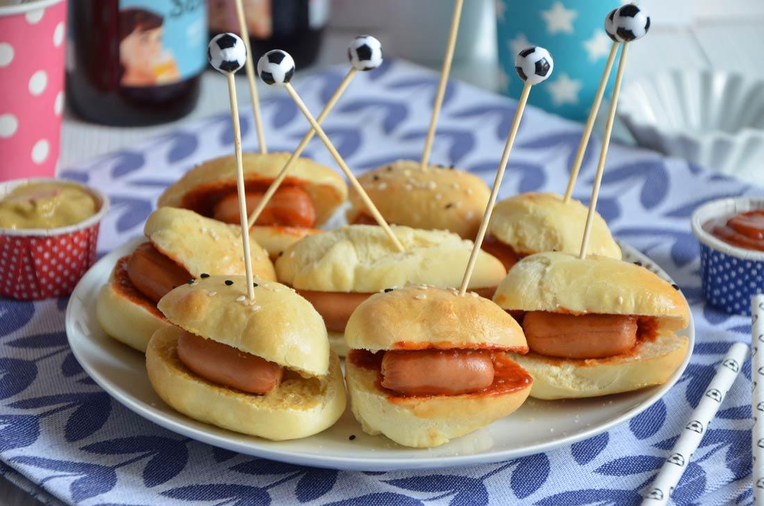 mini hot dogs pour l 39 ap ro. Black Bedroom Furniture Sets. Home Design Ideas
