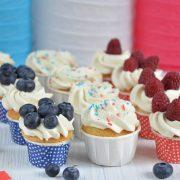Mini cupcakes aux fruits rouges bleu blanc rouge