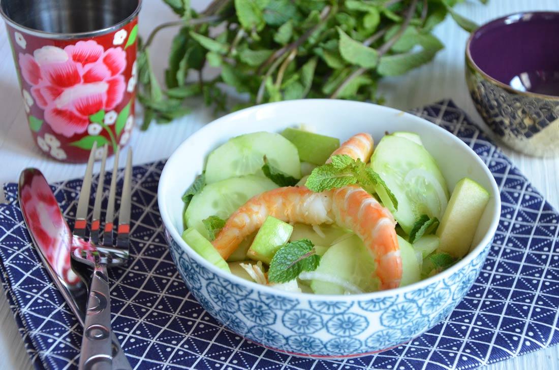 Salade de crevettes pomme concombre menthe