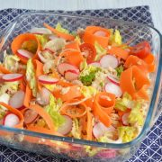 Salade de céréales saumon crudités